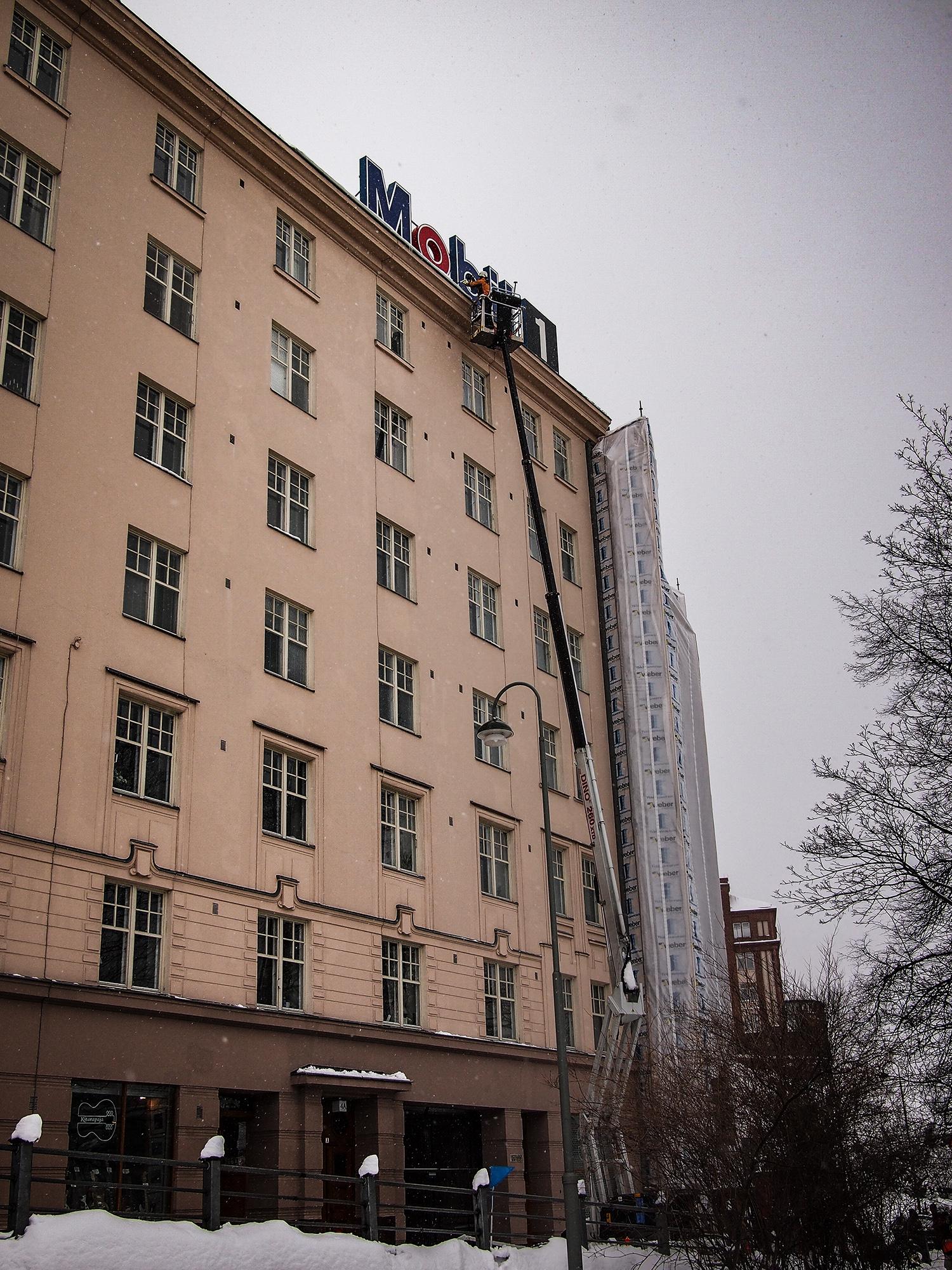 Lumenpudotus tarkastuspalvelu nostimella ollaan katsomassa katon korkeudella onko tarve pudottaa lunta